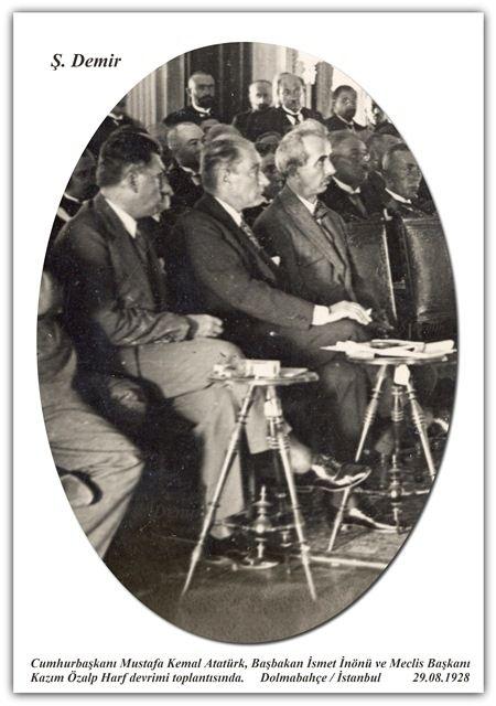 Cumhurbaşkanı Mustafa Kemal Atatürk, Başbakan İsmet İnönü ve Meclis Başkanı Kazım Özalp Harf devrimi toplantısında. Dolmabahçe / İstanbul  29.08.1928