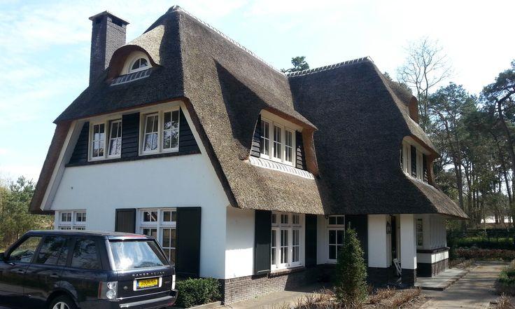 Rietgedekte witgekeimde Gooische villa - 01 Architecten - Ontworpen door Dennis Kemper tijdens de periode dat hij bij EVE-architecten werkt...