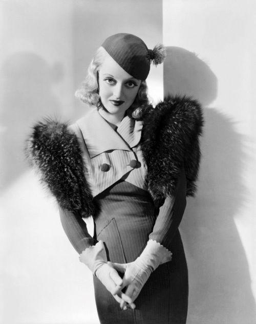 Bette Davis, estilizadisima en los años 30