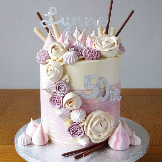 Fabulous and fifty!!! Getting my meringue on with this cake and trying out striped buttercream!!!! #stripedbuttercream #flowermeringue  #buttercream #meringue