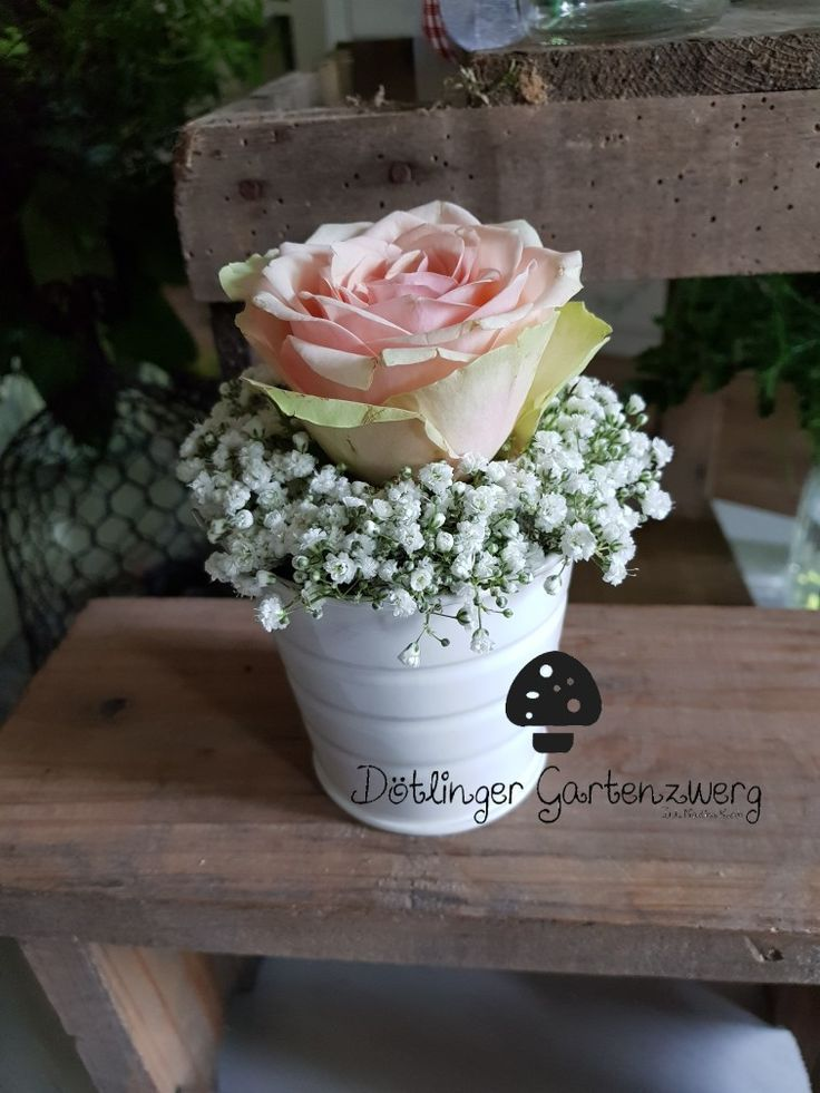 Cute little arrangement with #Sleep and #Rose in #Vintage style as a gift for #Muttertag or #Tischdeko for wedding or # Christening # dötlingergartenzwerg