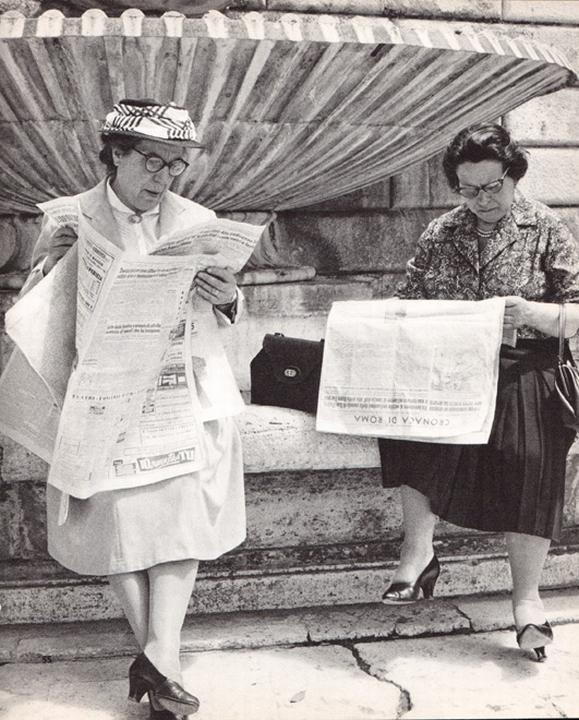 reading piazza popolo newspaper