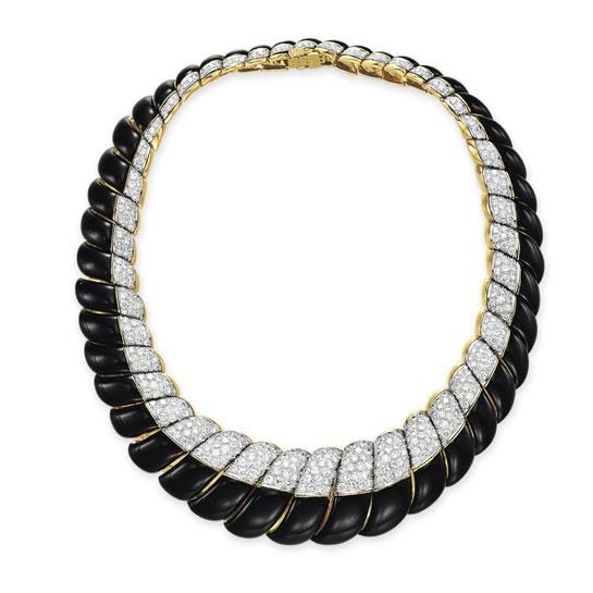 Collier David Webb en diamants et émail noir, monté sur de l'or 18 carats. Estimation: 20 000 - 40 000 dollars