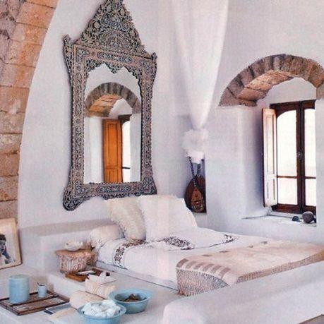 otantik yatak odalari gizemli mistik dogu esintili dekorasyon koyu renkler mavi kirmizi kahve turuncu yesil pembe lambalar (10)