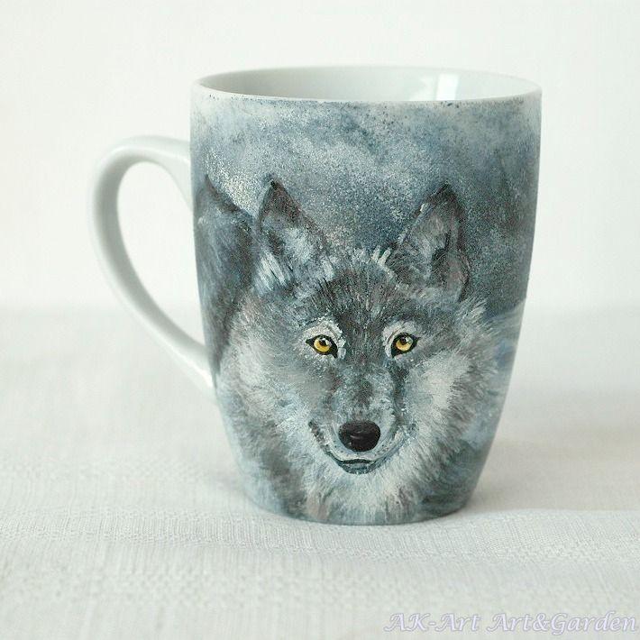 Ręcznie malowany kubek z wilkiem / Hand painted mug with wolf