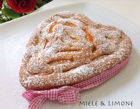 Torta di albicocche fresche - ricetta dolce