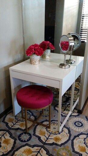 1000 ideas about makeup vanity desk on pinterest vanity for Vanity table near me