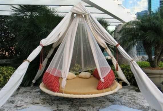 Floating Bed Design for Outdoor Room
