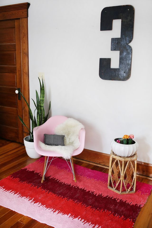 Merveilleux Make This DIY Static Lines Woven Rug For Your Home.