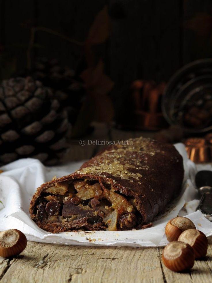 Strudel di farina di castagne e cioccolato con mele nocciole e miele