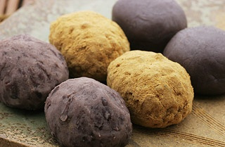 Ohagi (bean cake) is also bean jam and glutinous-rice like akafuku-mochi. but this rice never pound steamed.