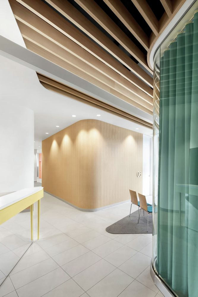 Gallery - Uniprix Pharmacy and Medical Center / Jean de Lessard Designers Créatifs - 13