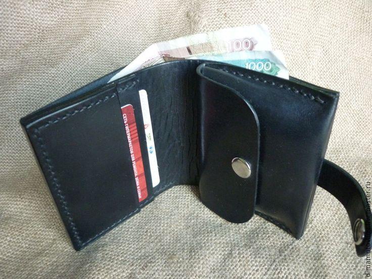 Купить или заказать (№12) Бумажник или портмоне. в интернет-магазине на Ярмарке Мастеров. Бумажник изготовлен из натуральной шорно седельной кожи. Толщина кожи 2 мм. без подклада. Возможно изменение размера, цвета кожи,цвета нити по запросу.