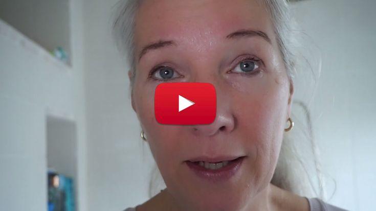 Beautyspecialist Minke Flach maakt vlogs voor PlusOnline. In onderstaande video laat ze zien hoe ze zo goed mogelijk haar eigen wimpers en wenkbrauwen kan verven.