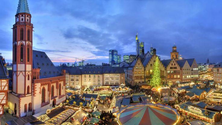 Gemessen an der Anzahl der Besucher und seiner Größe, ist der Frankfurter Weihnachtsmarkt einer der wichtigsten Weihnachtsmärkte Deutschlands. Die aufwendige und kreative Standdekoration, die malerische Umgebung des Römerbergs und des Paulsplatz, sowie der riesige Weihnachtsbaum machen ihn außerdem auch zu einem von Deutschlands schönsten Weihnachtsmärkten.