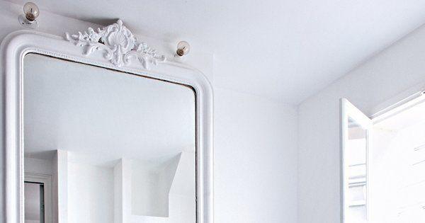 Une salle de bain noire et blanche mélangeant les styles - Marie Claire Maison