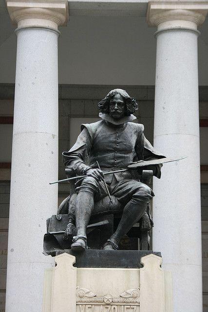 Estatua de Velázquez frente al Museo del Prado  Madrid  Spain