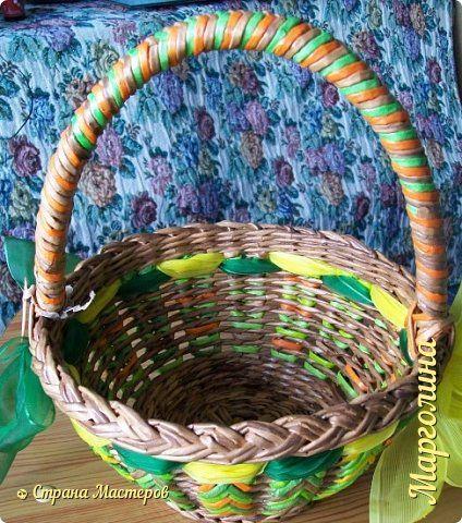 Поделка изделие Плетение Корзинка Ёлочка Бумага Бумага газетная Ленты Трубочки бумажные фото 7