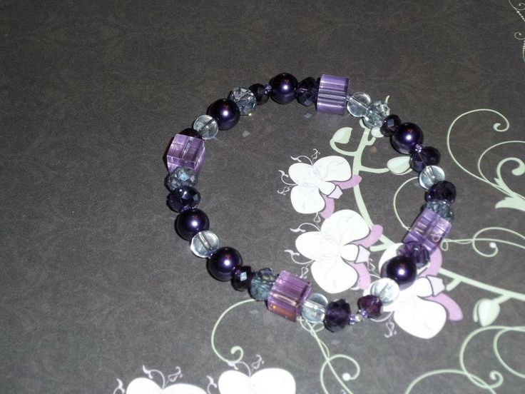 Add just a small amount of colour with this single strand elastic bracelet