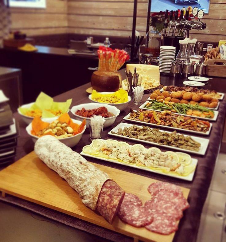 Ecco l'#Aperitivo a #Buffet di #SkyLine!  #aperitivo #buffet #skylinecaffe #rimini #grazie #MaximumSocial