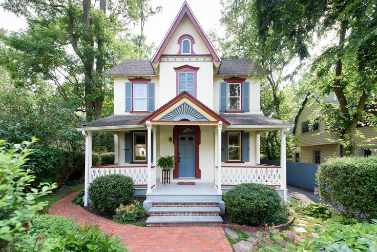 1000 ideas about victorian farmhouse on pinterest folk for Farm style homes for sale