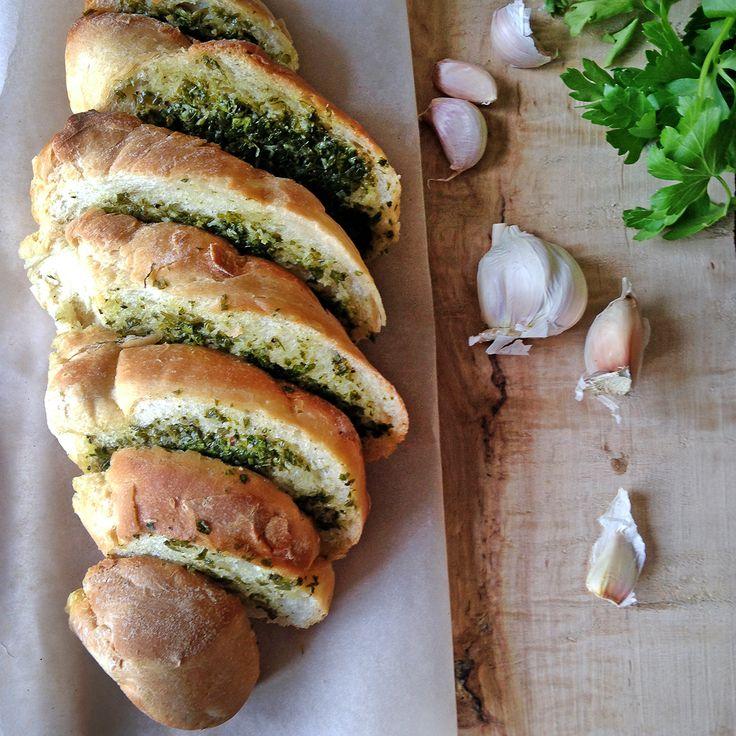 Easy homemade garlic bread / Багет с чесночным маслом