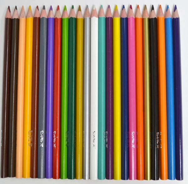 Lápices de colores, de forma triangular para mejor agarre. Vienen con sacapuntas y set de etiquetas.