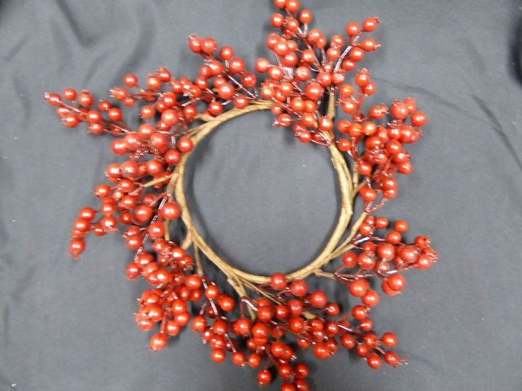35cm Red Berry Artificial Wreath Christmas Festive Decoration Outdoor or Indoor #UKGardens