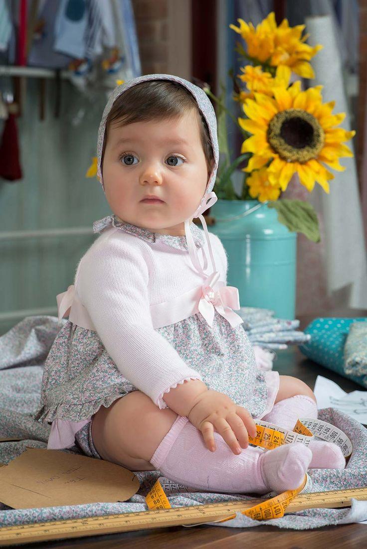 Canastilla para bebé: batones, jesusines, bombachos, ranitas y vestidos en tonos pasteles: rosa, celeste, beige, camel, gris y en tendencias: empolvados.
