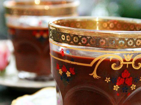 Chokladpudding är världens godaste efterrätt! Leilas chokladpudding är smaksatt med kardemumma, apelsin och lite flingsalt.