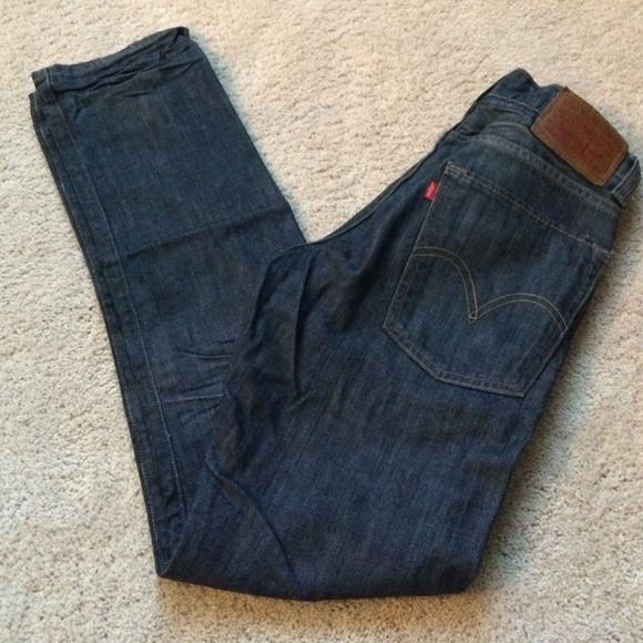 Levi's 520 (Low Tapered) Mens Never worn. Too small around my waist. Size is 26W x 30L. No tears, holes, stains or odors. Waist fits like a 28. Levi's Jeans