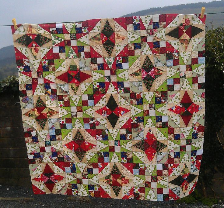 Christmas Quilt - it looks like something that should be on a Jim Shore figurine - almost doesn't look real.