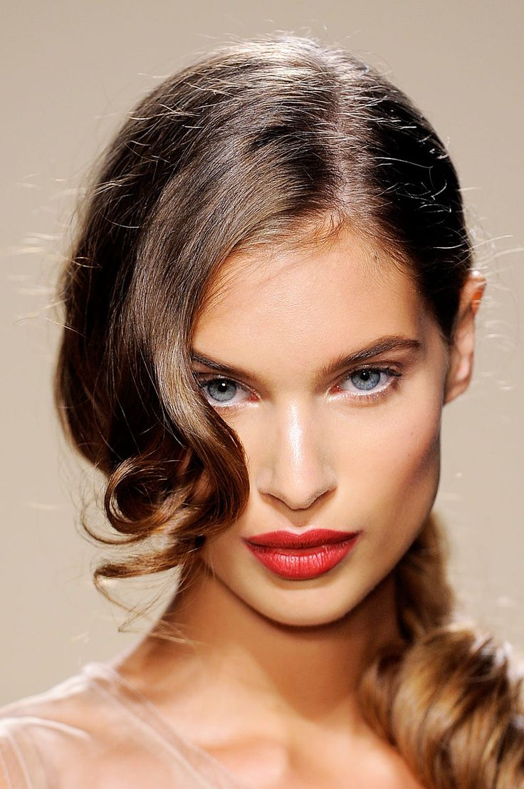 Look SS12 de Aigner. Ponytail+glamour: #hair #curls