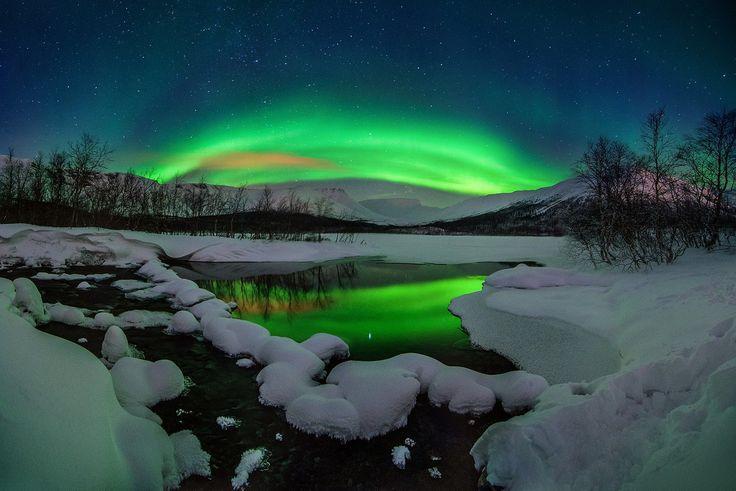 Северное сияние над горой Вудъявр. Горы Хибины, Мурманская область
