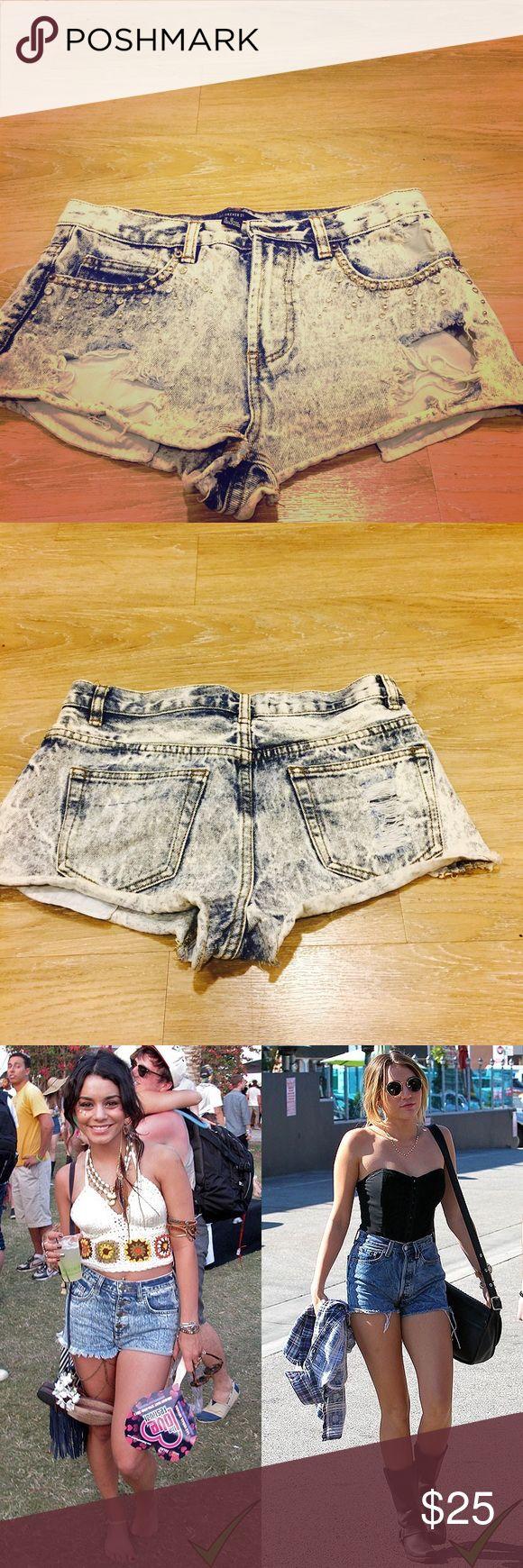 Acid wash shorts with rhinestones on front pockets Fun acid wash Coachella booty shorts  with bling bling on the front pockets👩🏾🎤🦄🌟✨ Shorts Jean Shorts