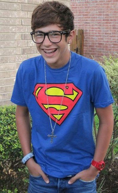 My friend sew this pic and said braces and glasses gross and I was like HEY Austin's adorable with braces and I think guys with glasses r hot!