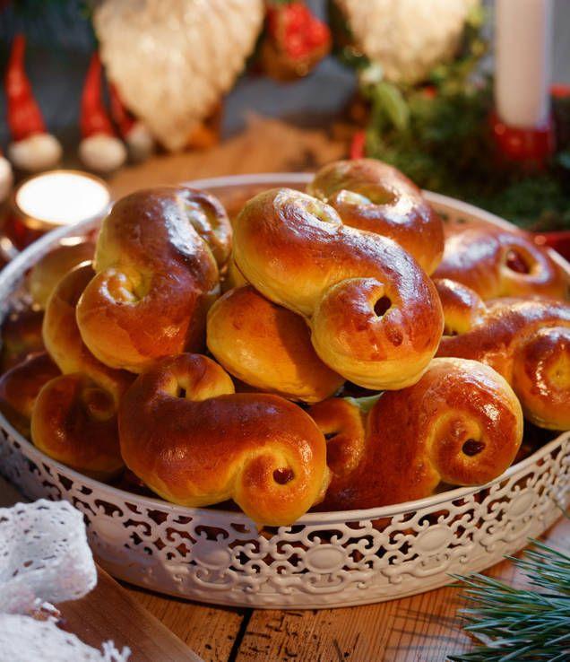 Lussebullar, lussekatter & saffransbullar hör julen till. Kesella i degen gör den extra saftig. Här är vårt bästa recept på lussebullar med kesella!
