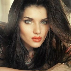 Scarlett Mellish Wilson (English, Model) was born on 09-05-1989.  Get more info like birth place, age, birth sign, biography, family, relation & latest news etc.
