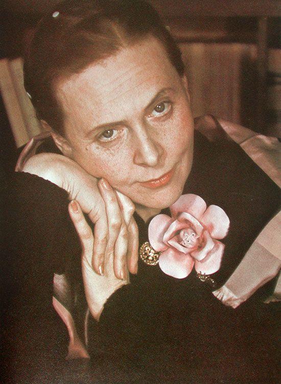 Elsa_Triolet_Paris_1939.jpg (550×753)