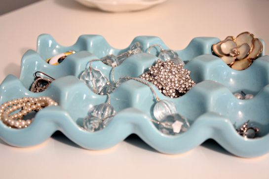 The ceramic egg tray holds a few rings, stud earrings and extra backs, pins and some other miscellaneous pieces.