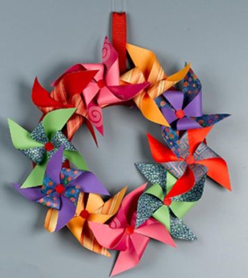 Pinwheel WreathPaper Wreaths, Crafts Ideas, Child Parties, Pinwheels Wreaths, Doors Decor, Summer Wreaths, Paper Pinwheels, Front Doors Wreaths, Spring Wreaths