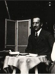 Hey Kids, Meet Piet Mondrian | Biography - http://makingartfun.com/htm/f-maf-art-library/piet-mondrian-biography.htm