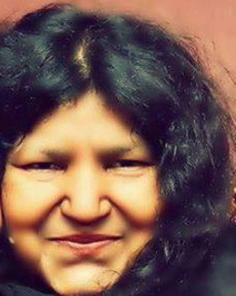 Abida Parveen is one of the most internationally renowned artist of Sufi music. Born in Sindh, Pakistan, she is famous for her Kaafi style of Sufi music and Arfaana Kalaam.Abida Parveen, a Sindhi, was born in mohalla Ali Goharabad in Larkana (Sindh province, Pakistan) Find All Stuff Related to Living Legends Visit here for Abida Parveen Songs Pictures and Videos Website:www.abidaparveenlovers.blogspot.com Facebook:www.facebook.com/AbidaParveenLoversfans