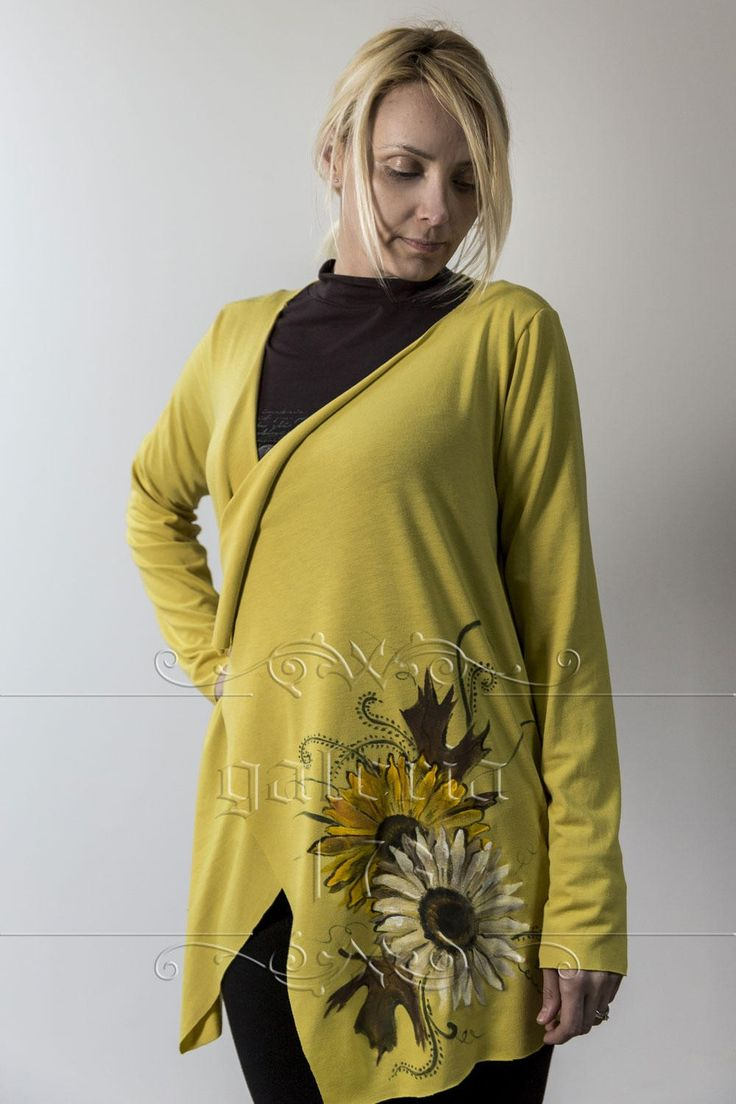 Cardigan   Flori din Soare, model unicat, realizata si pictata manual. Compozitie:   Bumbac 100%. Marime universala.