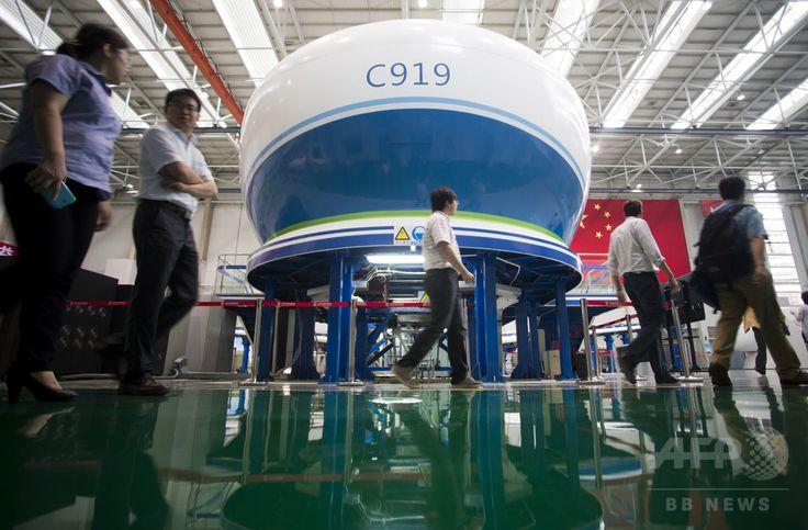 中国・上海(Shanghai)にある中国商用飛機(COMAC)の国産ジェット旅客機C919最終組み立て場(2014年7月4日撮影)。(c)AFP/JOHANNES EISELE ▼26Jul2014AFP|中国の夢の国産旅客機C919、欧米大手との競合目指す http://www.afpbb.com/articles/-/3021557 #Comac_C919 ◆Comac C919 - Wikipedia http://en.wikipedia.org/wiki/Comac_C919