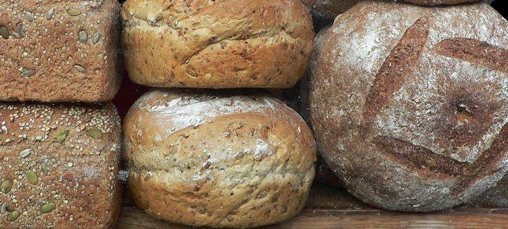 Findes der noget mere lækkert end duften og smagen af nybagt brød? Personligt elsker jeg nybagt brød, men har aldrig været vild med selv at bage,da det altid efterlod mit køkken i et stort rod og med en masse opvask. Men nu, hvor jeg har fået fingrene i en bagemaskine, elsker jeg at bage. Det …