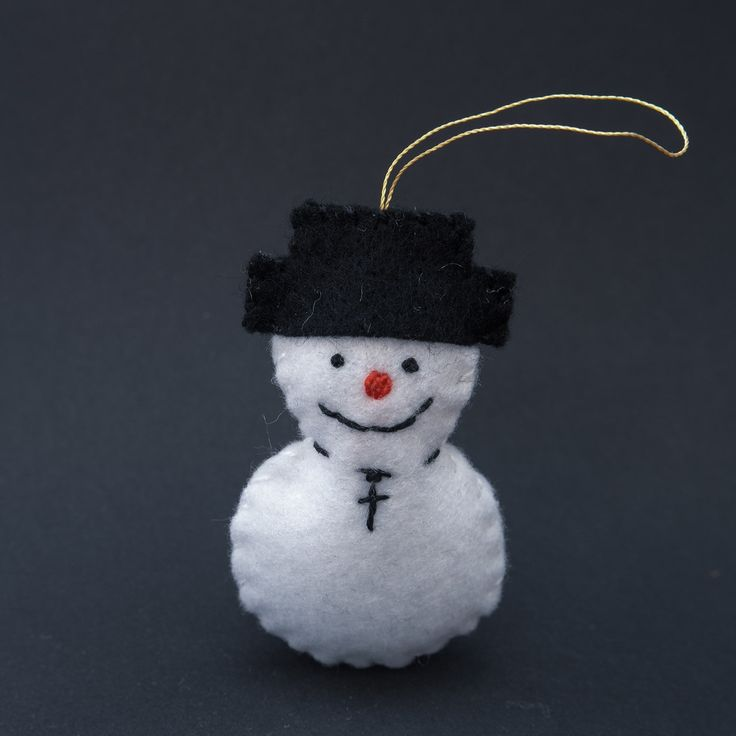 Happy snowman - merry christmas, snowmen decor, snowmen ornaments, black hat, felt snowmen, felt ornaments - by HalloweenOrChristmas on Etsy
