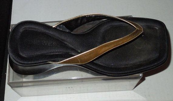 Vintage nueve oeste R-Kettle oro cuña Flip Flops