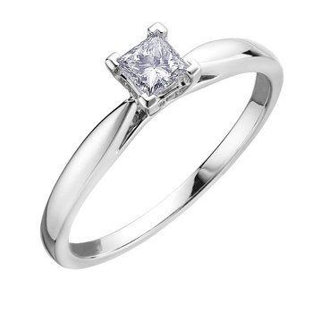 Bague de fiancailles sertis d'un diamant solitaire Canadien coupe princesse de 0.25 Carat -Chaque diamant est numéroté et certifié de pureté I. La couleur varie pour chaque diamant en or blanc 10K