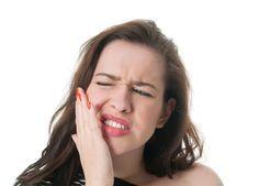 M Cómo tratar un flemón con remedios caseros. El flemón también se conoce con el nombre de absceso dental y se trata de una infección con pus que se produce en la boca. El motivo de esta infección es que una bacteria procedente del diente o de la...